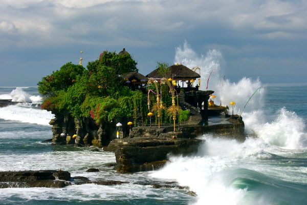 tanah-lot-temple-at-beautiful-stunning-looks-in-beraban-village-bali-island-bali-hello-travel-82